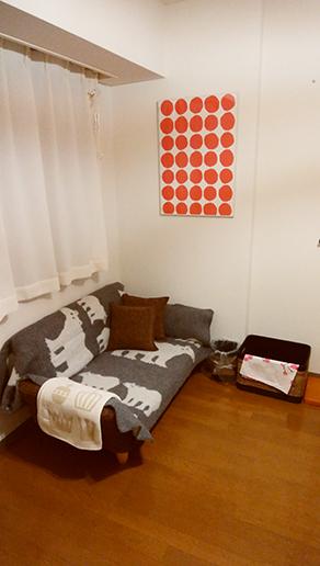 シロクマ柄のソファーの画像