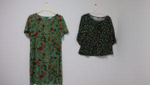 ホコモモラの緑色のワンピースとカットソーの画像