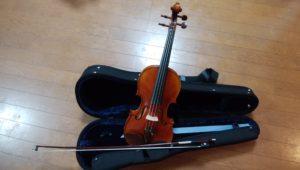 バイオリンと弓の画像